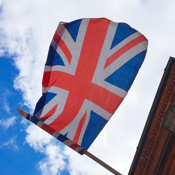 Onkohan porukka ajatellut, että kun skotit häipyvät hiekkalaatikolta, niin GB:n lipusta häipyy sininen, sekä diagonaalit valkoiset raidat... (with iPhone6)